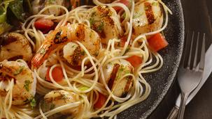 Noodles cu fructe de mare