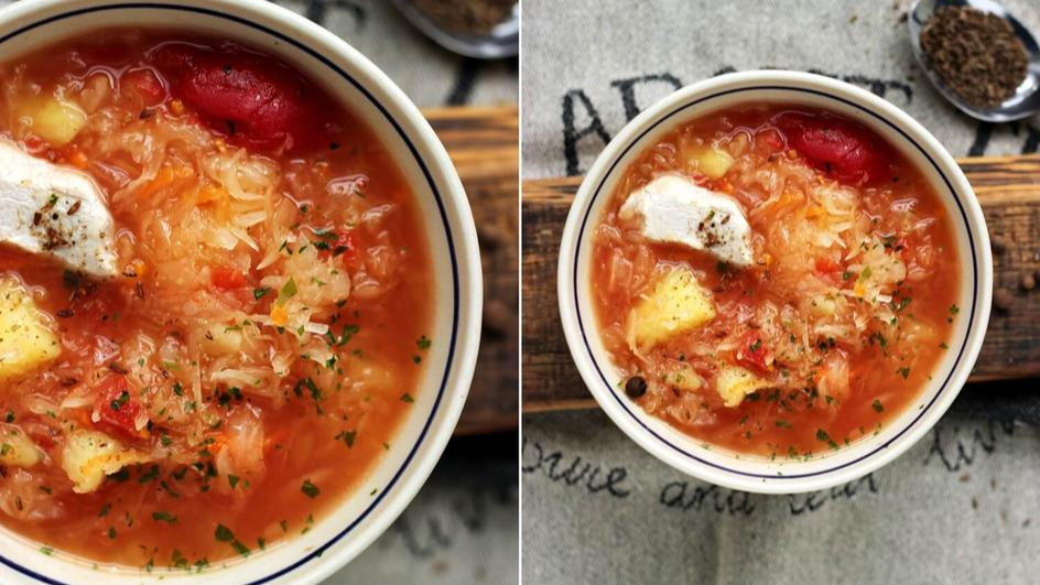 Delikatny kapuśniak na indyku z całymi pomidorami z puszki