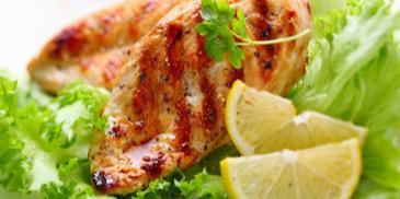 Salata s piletinom i krutonima