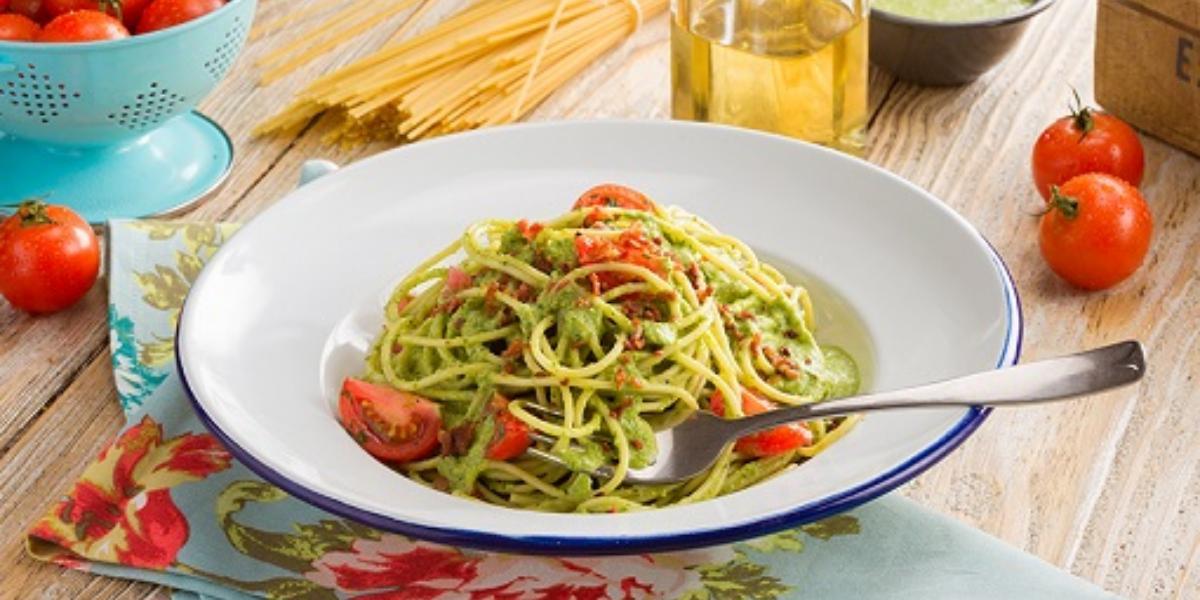 Espagueti en salsa de espinaca