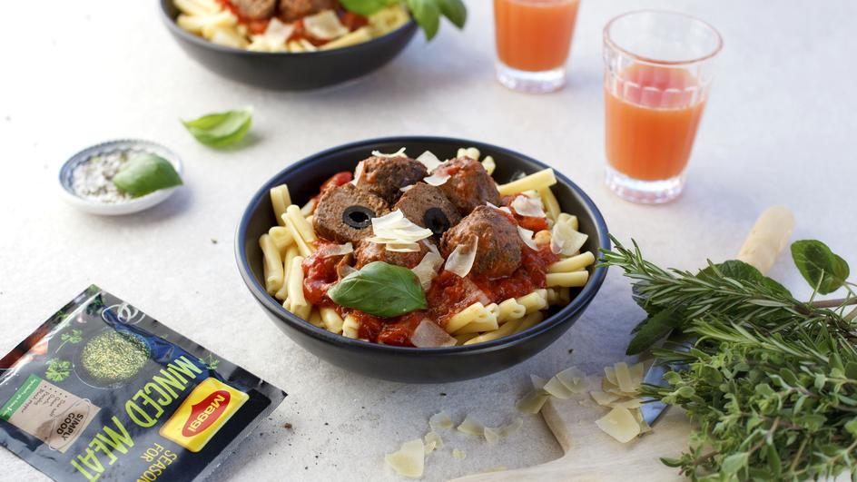 Liellopu gaļas kukulīši ar olīvām un tomātu mērci