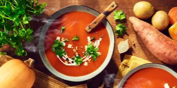 Zupa z pomarańczowymi warzywami WINIARY z mleczkiem kokosowym i orzeszkami ziemnymi