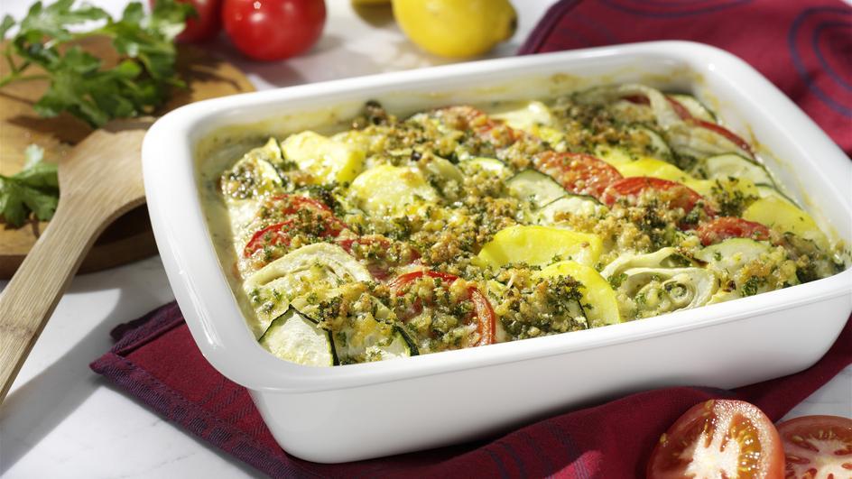Gemüsegratin mit Parmesan-Kräuterkruste