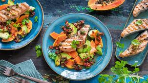 Avocado-Papaya-Salat mit Honig-Dressing