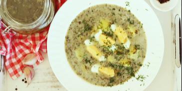 Zupa szczawiowa z przecieru z jajkiem