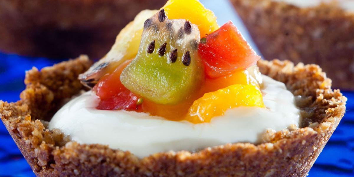 tortinha-cremosa-iogurte-nestle-grego-morangos-receitas-nestle