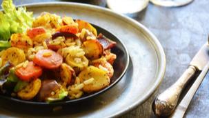 Grillezett zöldséges barnarizs saláta