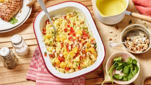 Fruchtiger Reissalat mit Curry-Sauce
