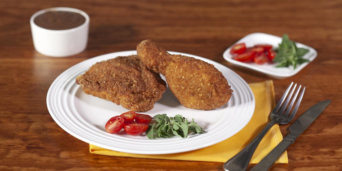 Pollo frito con gravy de chocolate