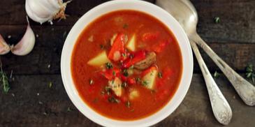 Zupa gulaszowa z kminkiem i pieczoną papryką