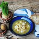 Zupa jarzynowa z białych warzyw z serem pleśniowym