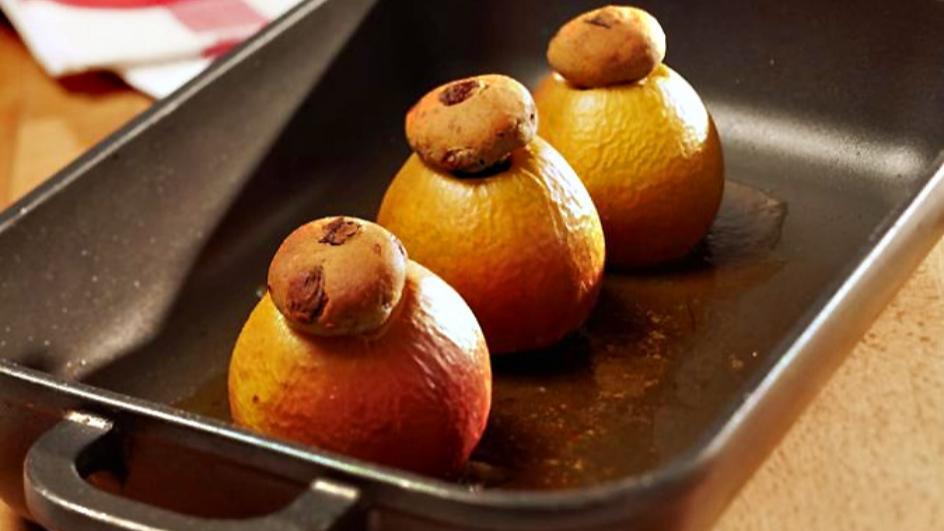 Bratäpfel mit Marzipan-Füllung