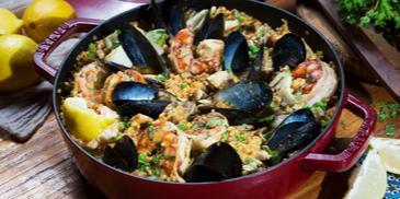 مجبوس المأكولات البحرية (طريقة بايلا)