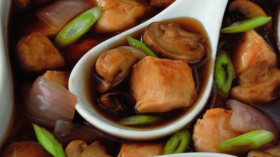 دجاج مقلي مع الفطر وصلصة المحار على الطريقة الصينية