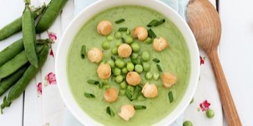 Groszku więcej niż troszku, czyli zupa z zielonego groszku z groszkiem ptysiowym