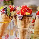 Rożki z galaretką, owocami i lodami
