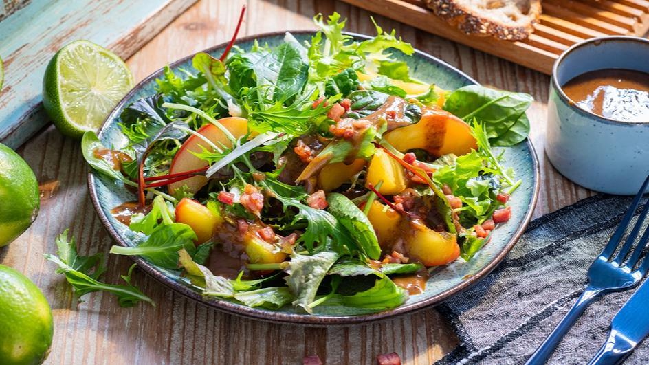 Blattsalat mit Pflaumen-Vinaigrette