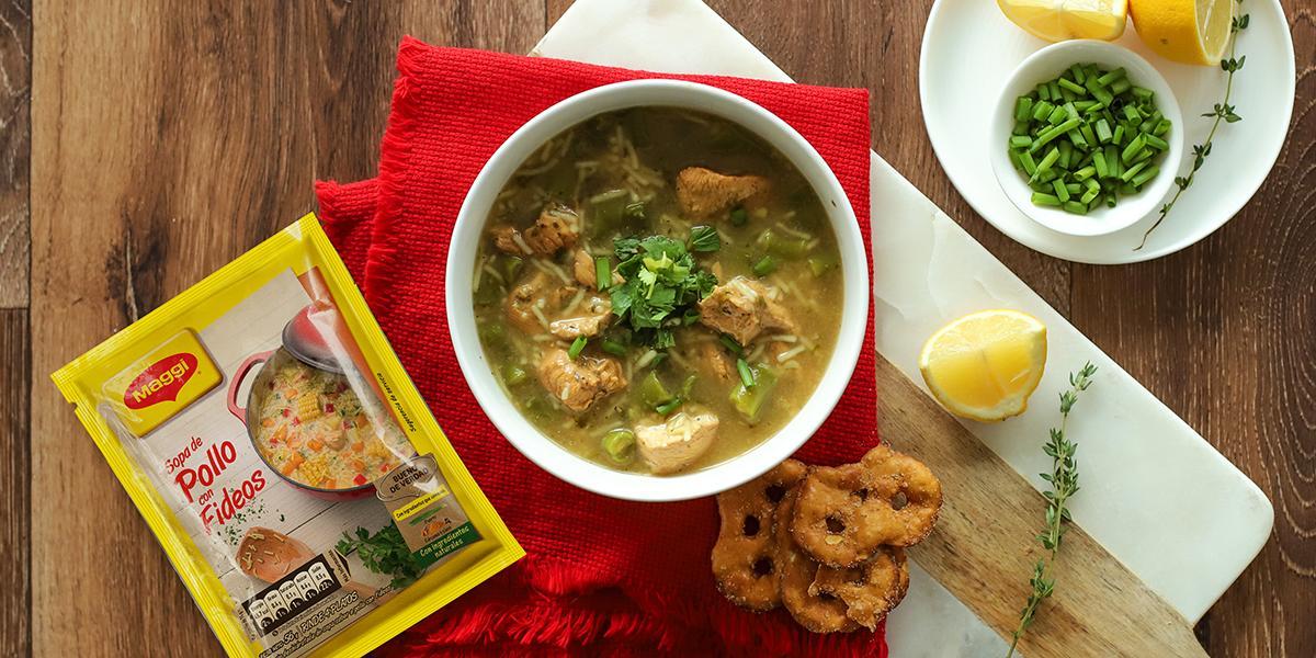 Sopa de Pollo y Vainitas