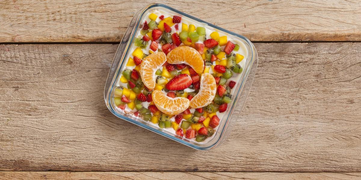 creminho-limao-biscoito-frutas-picadas-receitas-nestle