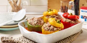 Gefüllte Paprikaschoten mit Tomatensauce