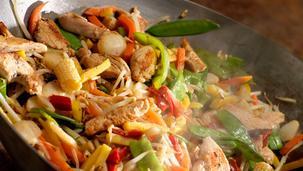 Pui la wok cu legume