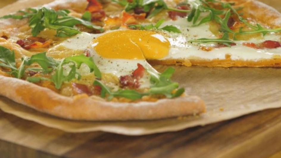 Herzhafte Frühstücks-Pizza