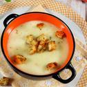 Пилешка крем супа със сметана и ароматни крутони