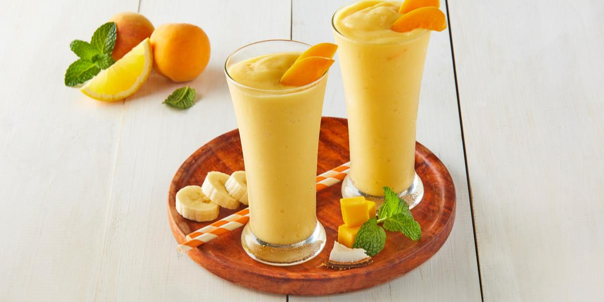 Smoothie de frutas tropicales y avena