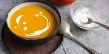 Zupa dyniowa na mleku kokosowym z imbirem