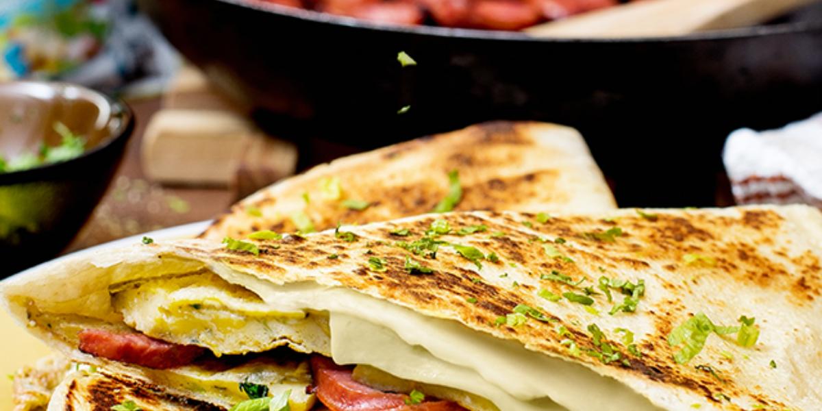 Quesadillas de chorizo, queso y huevo