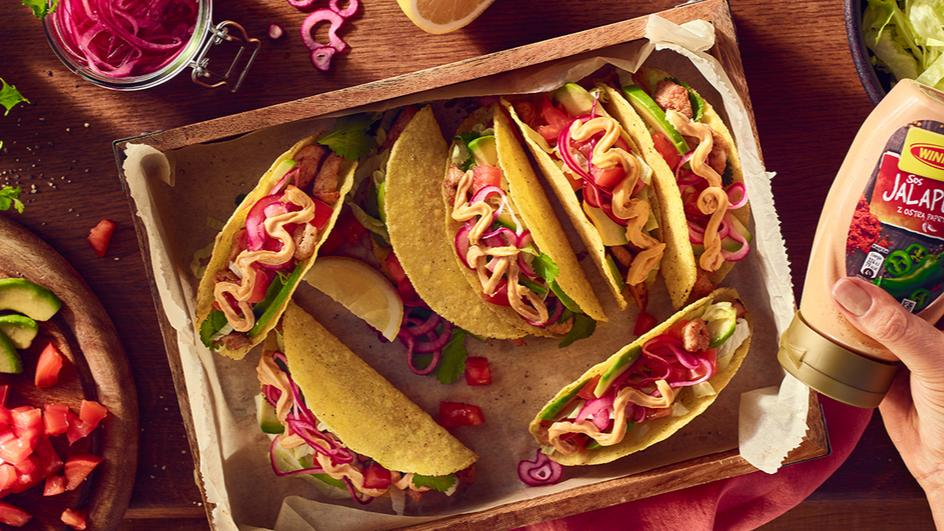 Chrupiące tacos z kurczakiem i sosem jalapeno