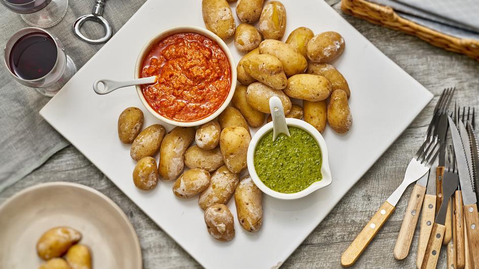 Papas Arrugadas mit Mojosaucen (Kanarische Kartoffeln)