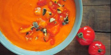 Zupa pomidorowa z jabłkiem i papryką