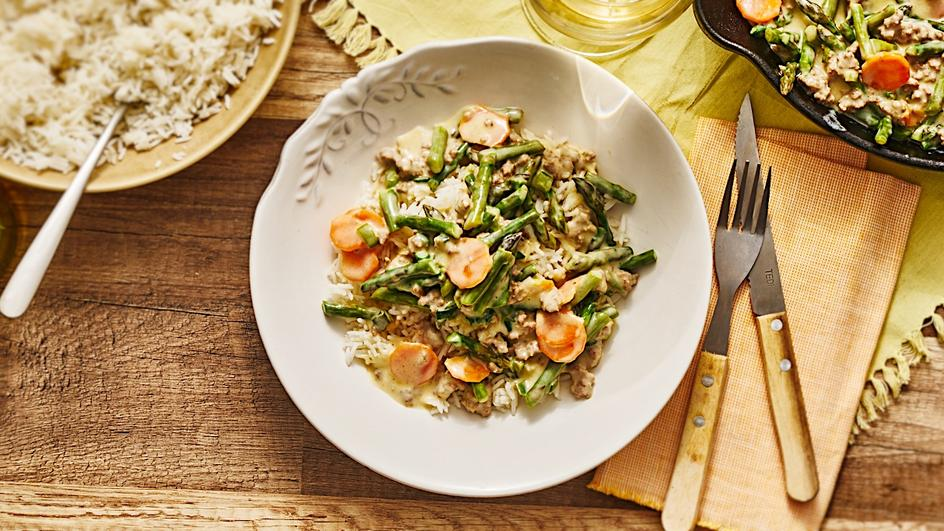 Gemüse-Pfanne mit Hackfleisch und Spargel