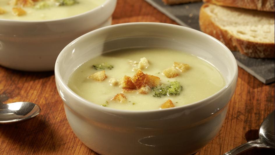 Blumenkohl-Broccoli-Suppe mit Knoblauch-Croûtons