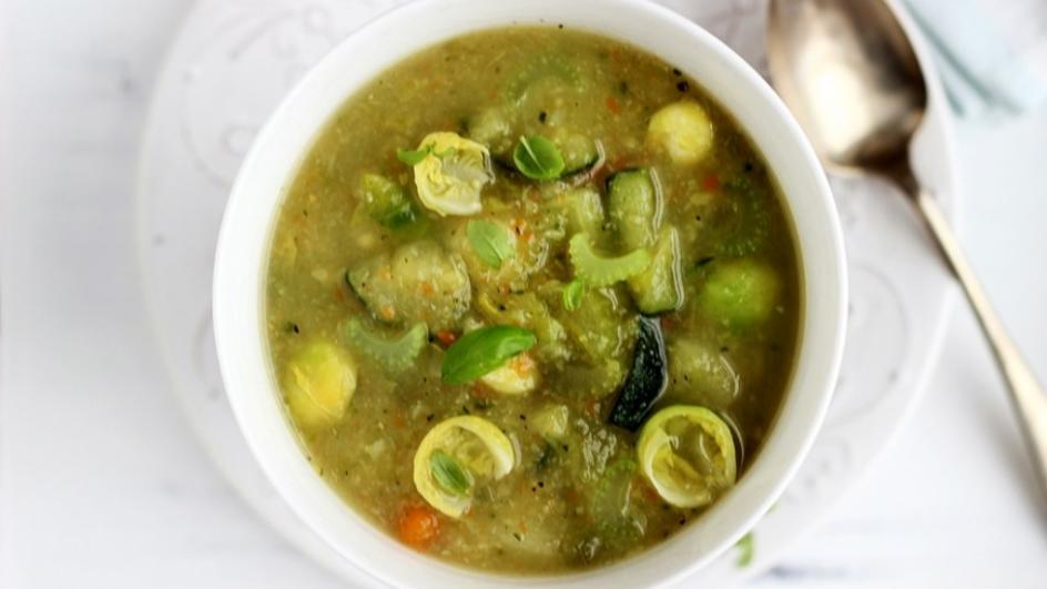 Zupa jarzynowa z selerem naciowym i brukselką