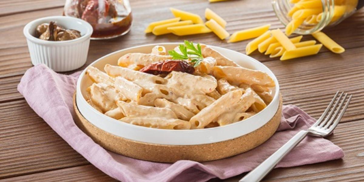 Pasta con salsa  de ostión y chipotle deslactosada