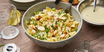 Nudel-Hähnchensalat mit Frühlingszwiebeln