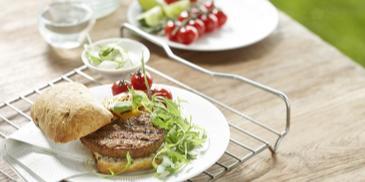Garden Gourmet Veggie Burger s grilovanou zeleninou a hummusom