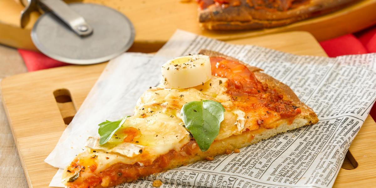 Pizza con Queso Brie, Palmito y albahaca