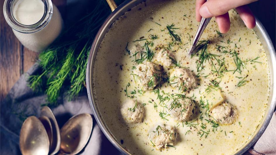 Zupa ogórkowa z klopsikami