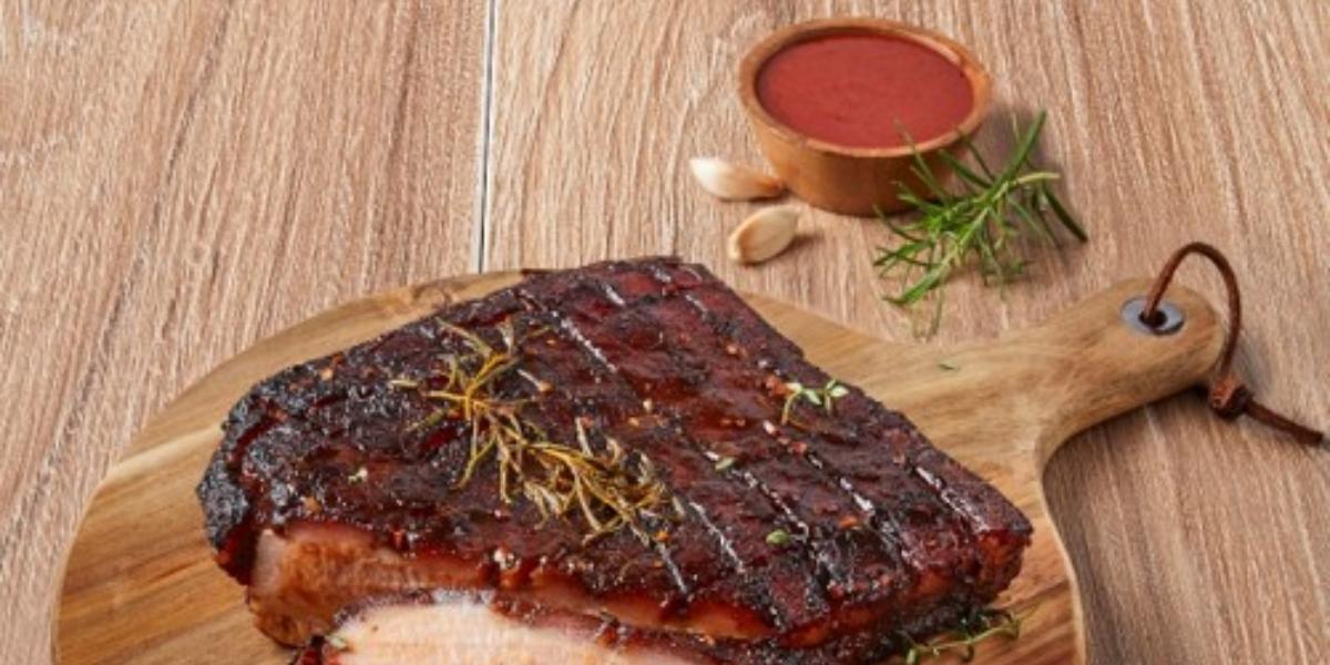Panceta de cerdo con salsa de frambuesa