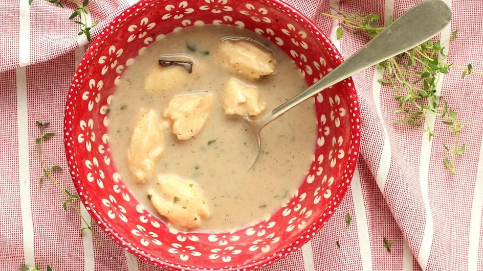 Zupa grzybowa z kluseczkami z serka śmietankowego