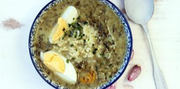 Zupa szczawiowa z jajkiem i kaszą jaglaną