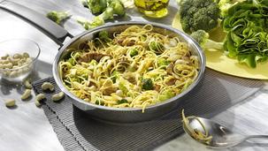 Cashew-Nudeln mit Brokkoli