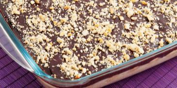 Тирамису с шоколадова заливка и орехи