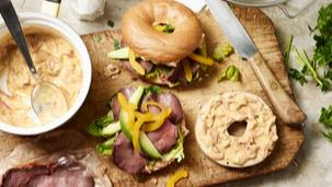 Roastbeef-Bagel mit Avocado