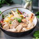 Hähnchen mit Erdnuss-Sauce und Glasnudelgemüse