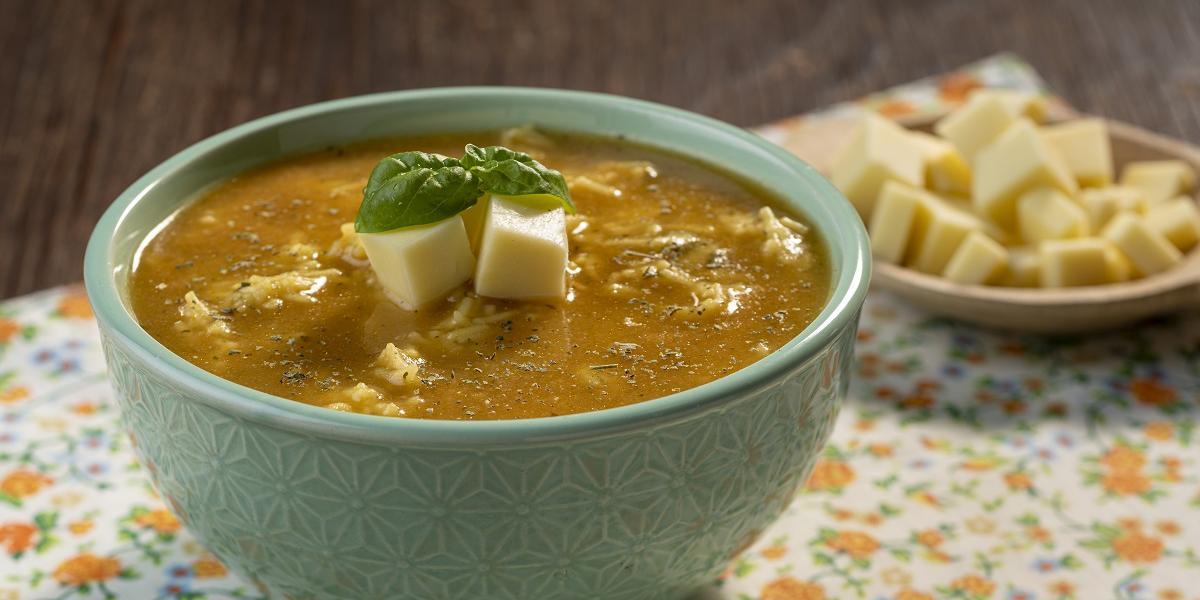Sopa de Tomate con Queso y Fideos