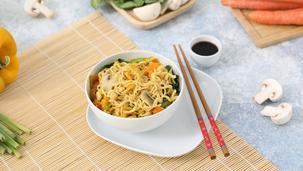 Noodles al curry con verdure